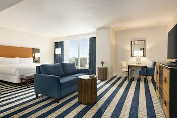 Junior Suite, 1 King Bed (Floor 8-26)