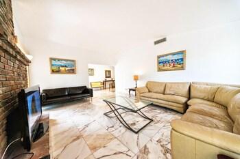 5 Bedroom Homes in N Miami Beach by TMG