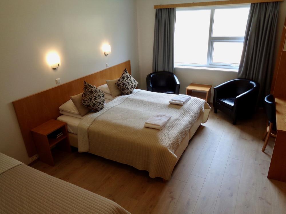 https://i.travelapi.com/hotels/19000000/18180000/18172600/18172586/2877a0c1_z.jpg