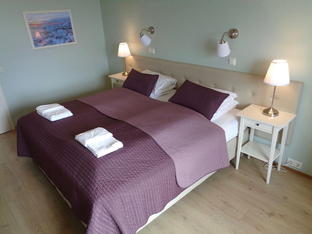 https://i.travelapi.com/hotels/19000000/18180000/18172600/18172586/4666f595_z.jpg