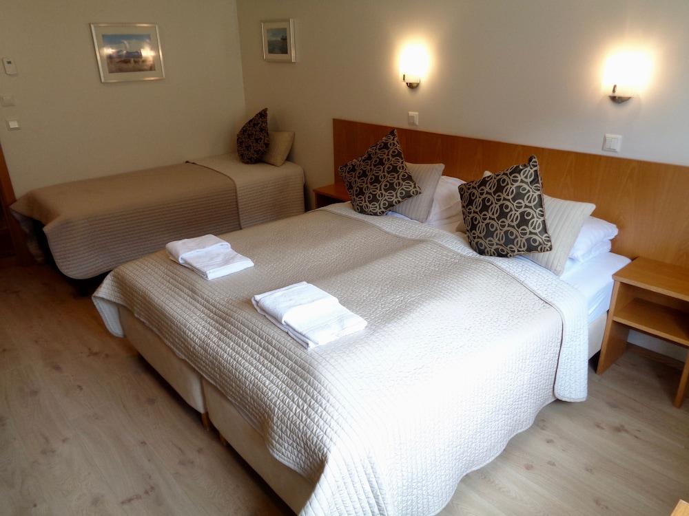 https://i.travelapi.com/hotels/19000000/18180000/18172600/18172586/daa53a9c_z.jpg