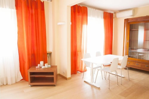 . Alessia's Flat - Bright and Spacious