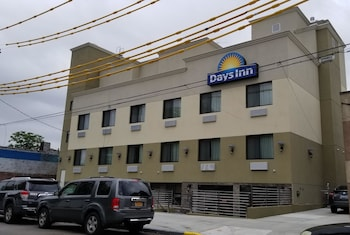 Days Inn by Wyndham Brooklyn Marine Park photo