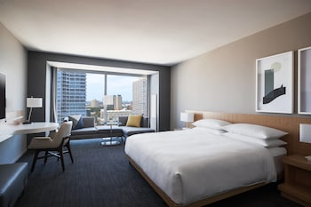 Room, 1 King Bed, Skyline View