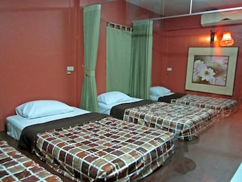 Mixed Dormitory with Shared Bathroom