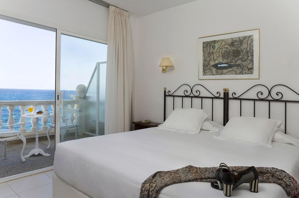 https://i.travelapi.com/hotels/19000000/18240000/18234500/18234444/03ba4838_z.jpg