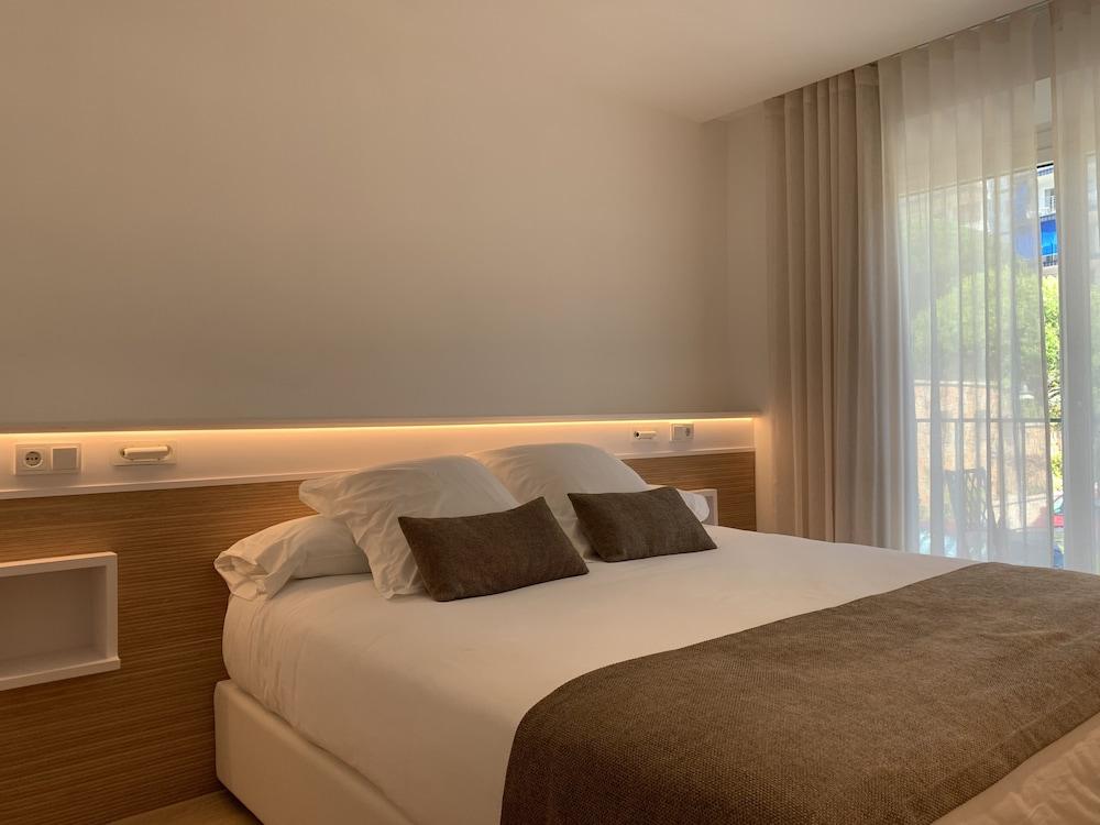 https://i.travelapi.com/hotels/19000000/18240000/18234500/18234444/27b7bb04_z.jpg