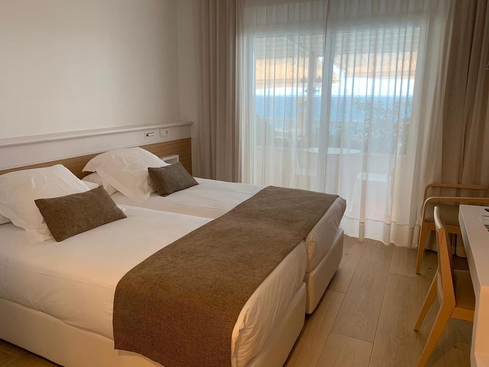 https://i.travelapi.com/hotels/19000000/18240000/18234500/18234444/5f7cee89_z.jpg