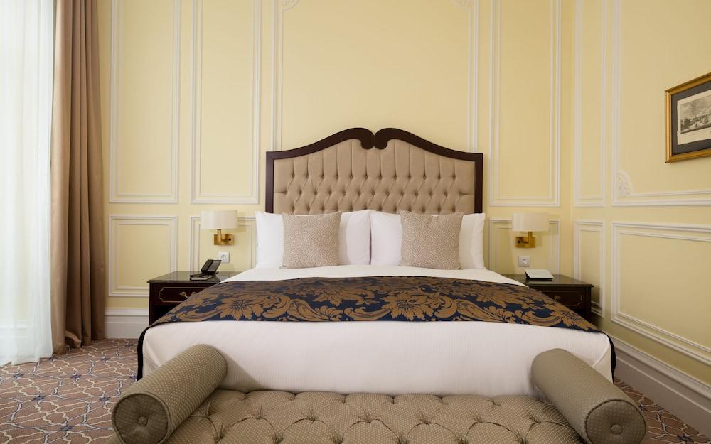 https://i.travelapi.com/hotels/19000000/18240000/18234700/18234635/b9595d77_z.jpg