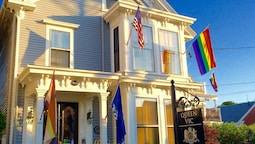 Queen Vic Guest House Provincetown Adults Only