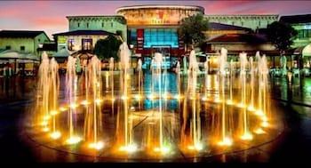 https://i.travelapi.com/hotels/19000000/18240000/18237300/18237262/7a631cd3_b.jpg