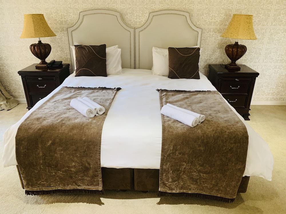 https://i.travelapi.com/hotels/19000000/18240000/18237300/18237262/f18e6e99_z.jpg