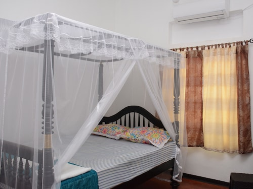 Galle Star Hotel, Galle Four Gravets