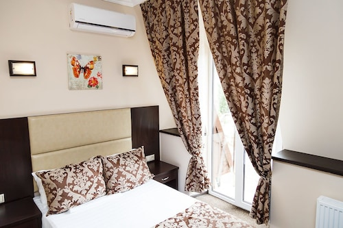 Hotel Marton 20 let VLKSM, Novousmanskiy rayon