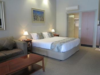 Guestroom at Shangri-La Gardens in Wynnum West