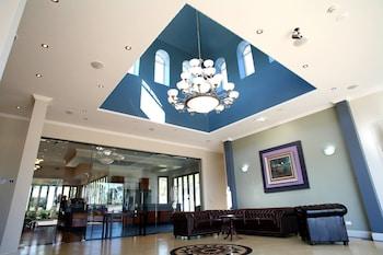 Lobby Sitting Area at Shangri-La Gardens in Wynnum West