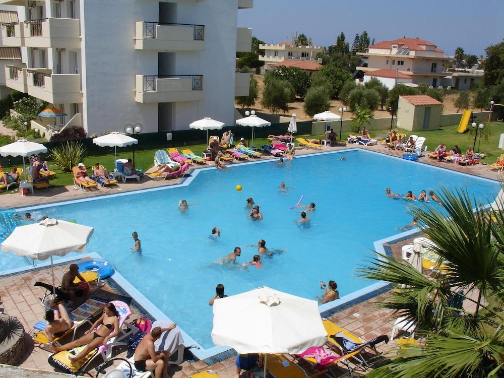Hotel Summerland, Featured Image
