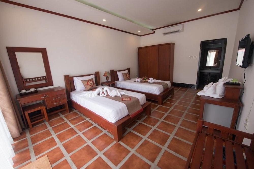 https://i.travelapi.com/hotels/19000000/18280000/18271800/18271761/095207d6_z.jpg