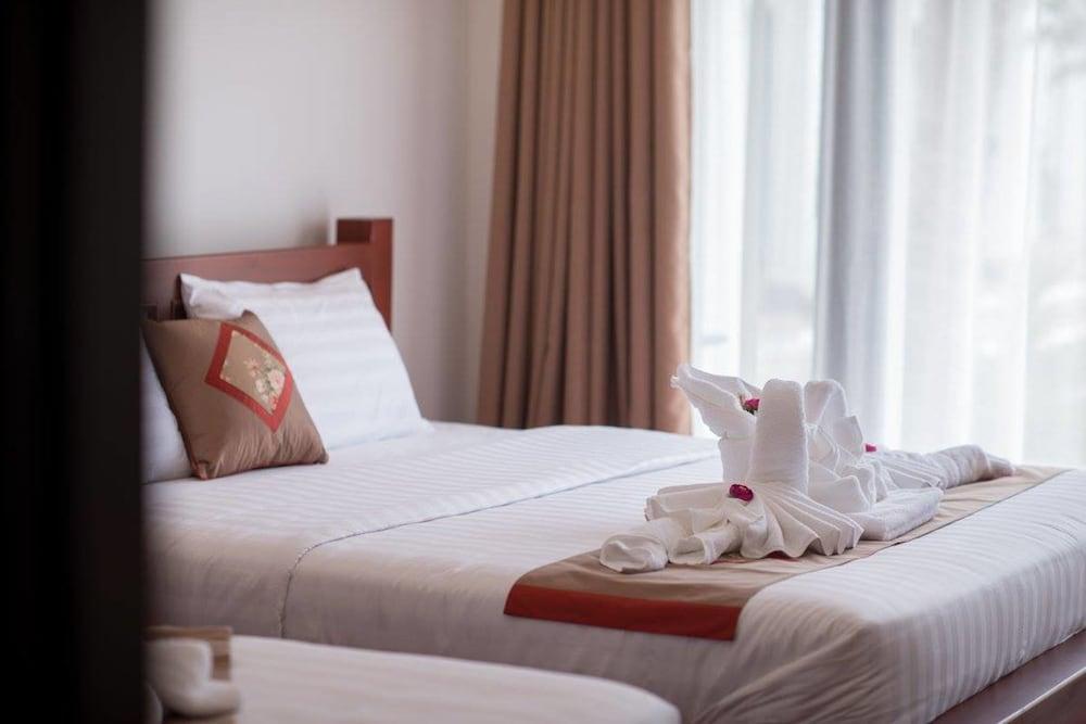 https://i.travelapi.com/hotels/19000000/18280000/18271800/18271761/3e42e4c4_z.jpg