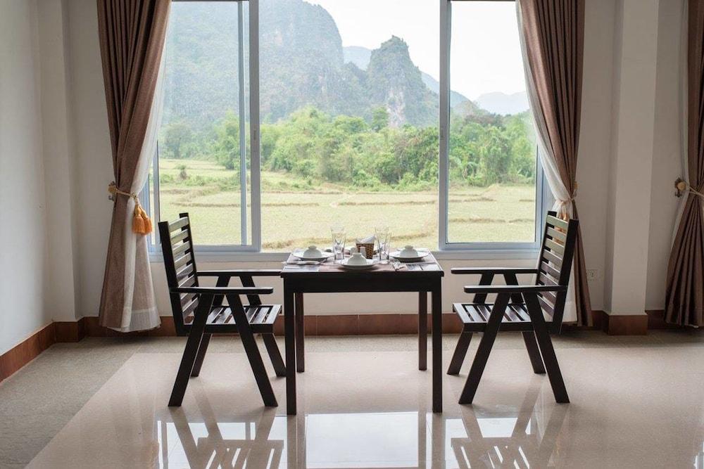 https://i.travelapi.com/hotels/19000000/18280000/18271800/18271761/995bd121_z.jpg