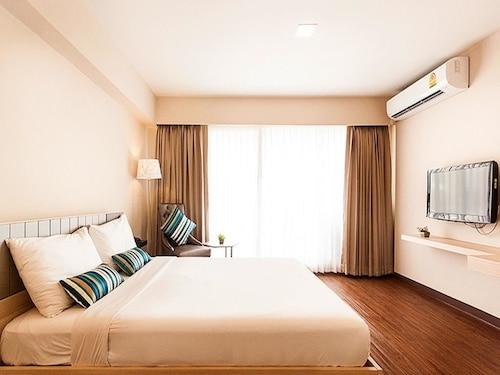 Samran Place Hotel, Pathum Wan