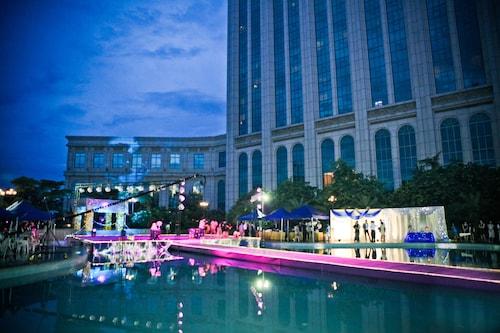 . Jiangmen Gladden Hotel