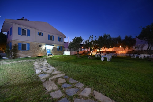 . Garden Ada Hotel