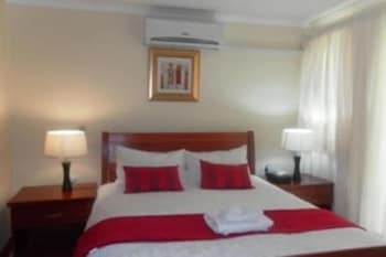 https://i.travelapi.com/hotels/19000000/18310000/18303200/18303187/23604af6_b.jpg