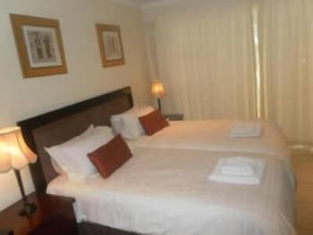 https://i.travelapi.com/hotels/19000000/18310000/18303200/18303187/34abf65c_b.jpg