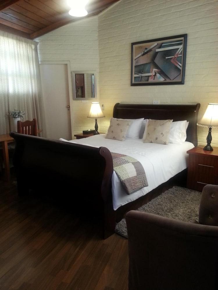 https://i.travelapi.com/hotels/19000000/18310000/18303200/18303187/b9ead42c_z.jpg
