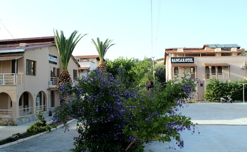 Sancak Otel, Karaburun