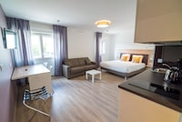 EXECUTIVE SUITE (DOUBLE BED AND SOFA BED)