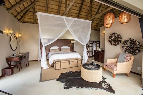 . Umzolozolo Private Safari Lodge