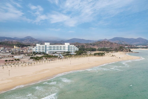 . Ocean to you Resort Sokcho Seorak Beach Hotel and condo