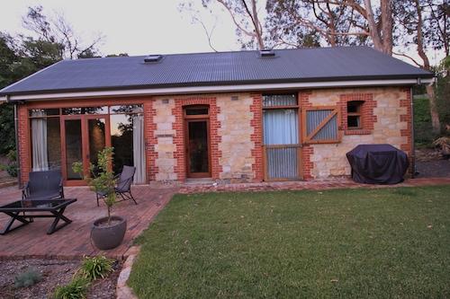 Duxton Coach House, Adelaide Hills --Central