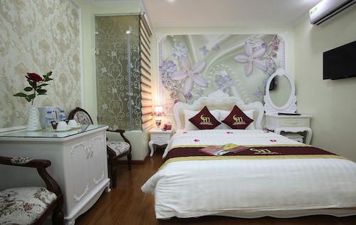My Moon Hotel, Hoàn Kiếm