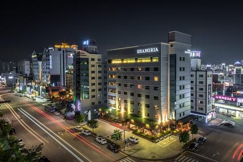 . Shangria Beach Tourist Hotel