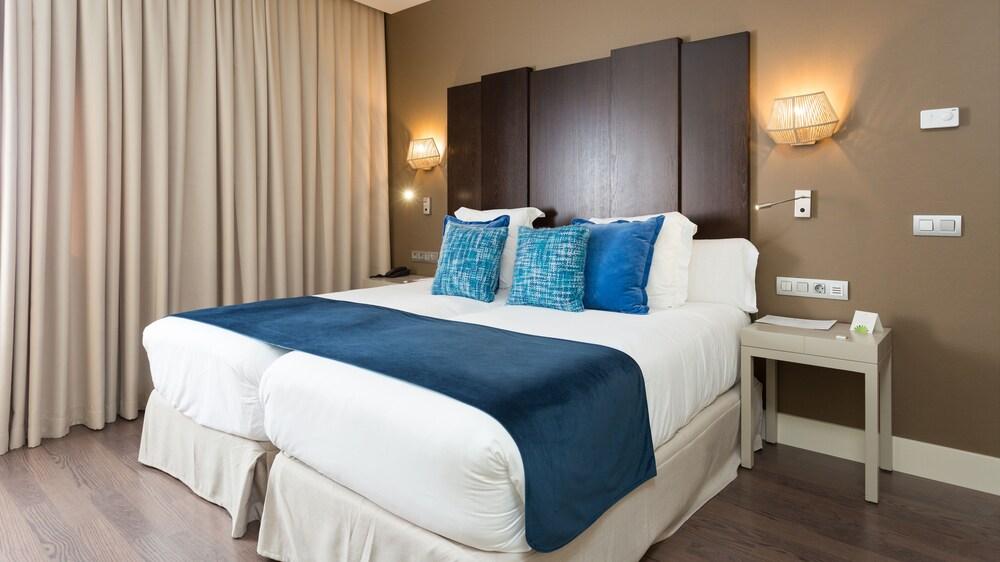 https://i.travelapi.com/hotels/19000000/18350000/18343900/18343854/65ae3951_z.jpg