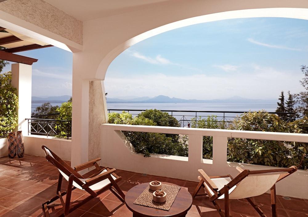 https://i.travelapi.com/hotels/19000000/18360000/18351200/18351119/5ca22045_z.jpg
