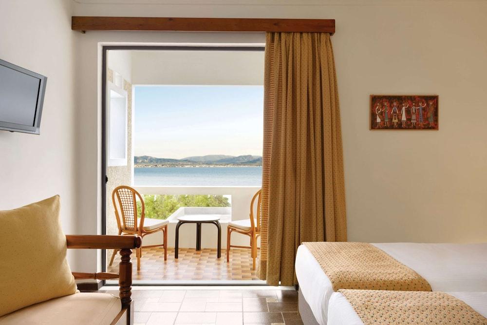 https://i.travelapi.com/hotels/19000000/18360000/18351200/18351119/69567dbc_z.jpg