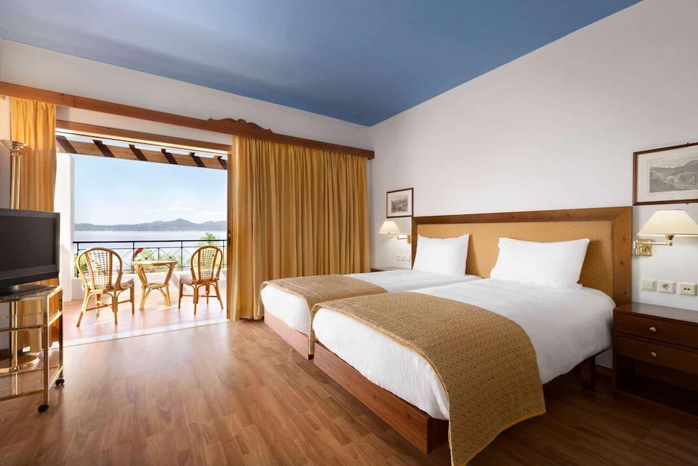 https://i.travelapi.com/hotels/19000000/18360000/18351200/18351119/ea34507a_z.jpg