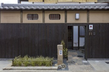 SANJUSANGENDO YOITSUBAKI Front of Property