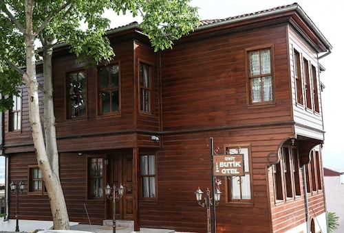 Izmit Butik Otel, Merkez
