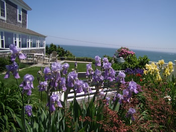Baileys By the Sea a Cape Cod Oceanfront B & B25400
