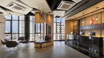 M Summit 191 Executive Suites