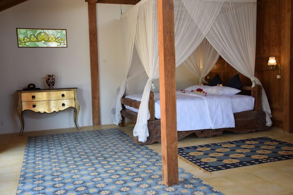https://i.travelapi.com/hotels/19000000/18370000/18366400/18366367/9ffb470d_z.jpg