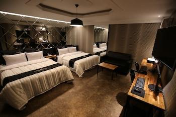 ホテル ナイン (Hotel Nine)