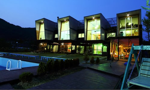 Pension Noblesse Nomad, Hongcheon