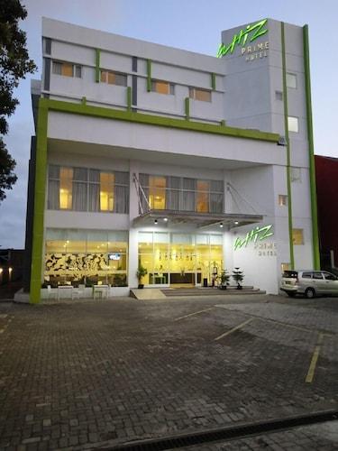 . Whiz Prime Hotel Sudirman Cilacap