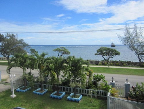 . Captain Cook Apartments
